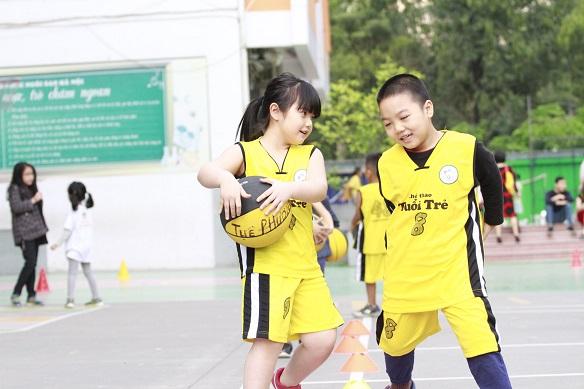Vì sao nên cho bé tham gia các khóa học bóng rổ