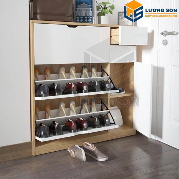 Với thiết kế thông minh cửa tủ cánh lật giúp tủ chứa được nhiều giầy dép hơn tủ thông thường