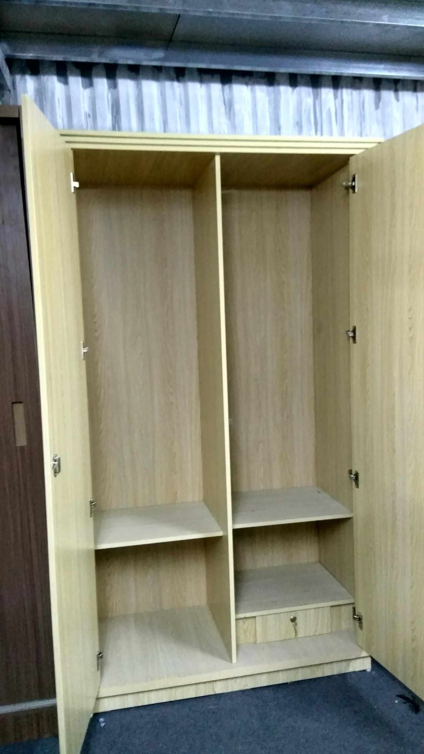 Nội thất bên trong tủ quần áo Lương Sơn