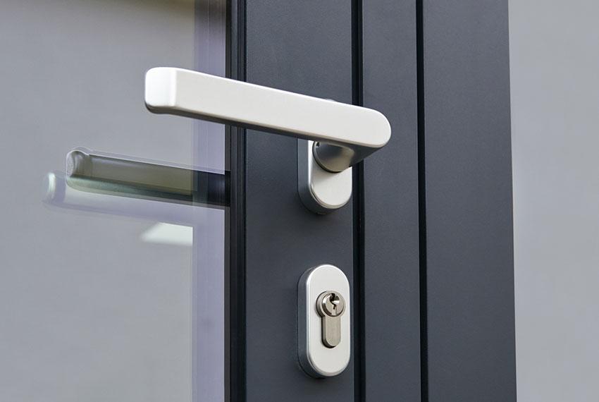 Phụ kiện cửa nhôm định hình chất lượng giúp bộ cửa thêm chắc chắn và bền bỉ