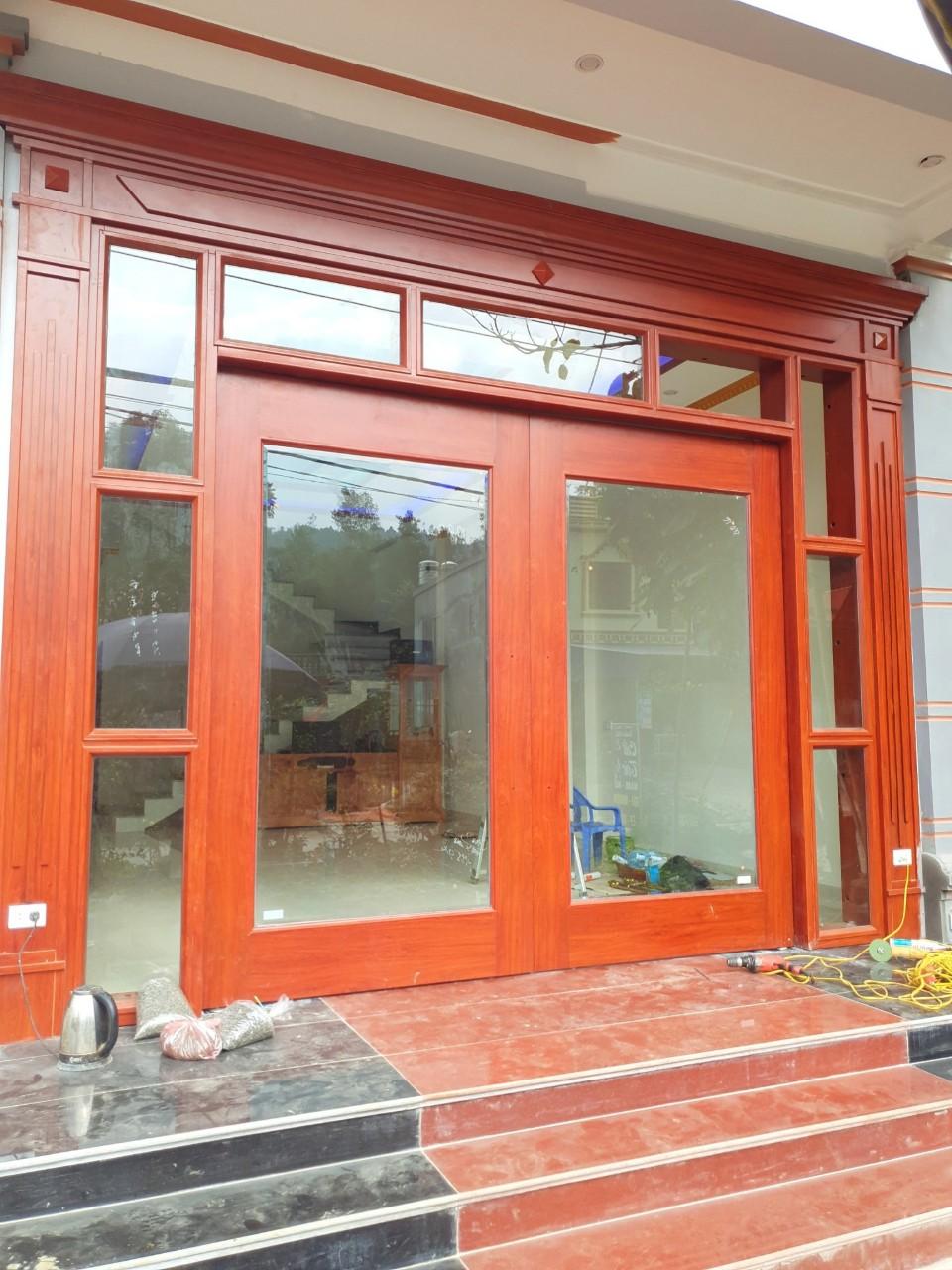 Hoàn thiện cửa thép vân gỗ tại nhà anh Khang